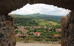 kilátás a Somoskői várból - távolban Salgó várával
