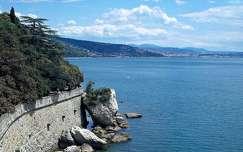 Olaszország, Trieszt, kilátás a Miramare kastélyból