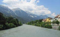 Az Inn folyó Innsbrucknál, Ausztria, 2015.július