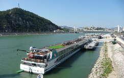 erzsébet híd duna magyarország budapest folyó hajó kikötő hegy