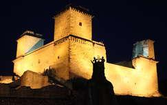 Miskolc, a Diósgyőri vár esti fényben