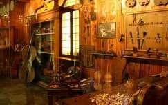Olaszország, Milano - Hangszerkészítő műhely a Leonardo da Vinci Múzeumban