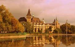 tükröződés budapest magyarország ősz várak és kastélyok vajdahunyad vára