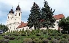 magyarország fenyő tihanyi-félsziget balaton templom tihanyi apátság