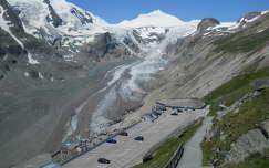 Grossglockner gleccservasút végállomása a fogyóban lévő gleccserrel