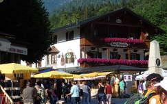 Tiroli hangulat, a hegytetőn Hitler Sasfészke