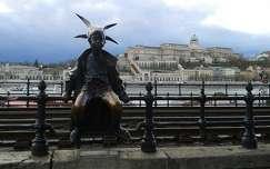 Kiskirálylány szobra Budapest
