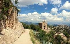 út spanyolország barcelona montserrat kövek és sziklák templom hegy