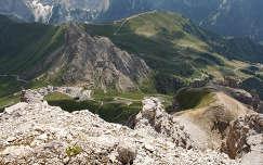 Kilatas Sasso Pordoi-bol az Olasz Alpokbol.