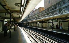Londoni metrórészlet. (Underground.)