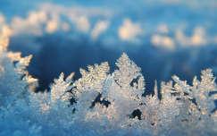 Hjälmaren tó befagyott jegén jégkristály, Svédország
