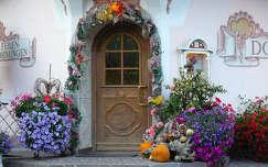 virágcsokor és dekoráció ajtó