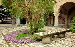 kertek és parkok pad székesfehérvár bory vár tavasz magyarország