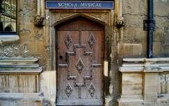 Zenem�v�szeti tansz�k bej�rata. Oxford, Egyes�lt Kir�lys�g.