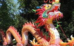 Kínai lampionművészet a Budapesti Állatkertben nappali fényben