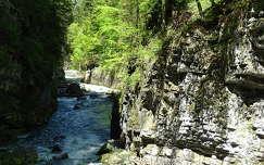 kövek és sziklák szurdok folyó