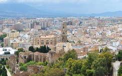 Málaga, Andalúcía, kilátás a Castillo de Gibralfaro-ból, Spanyolország