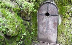 Nagy-Hárshegy, a Bátori barlang bejárata