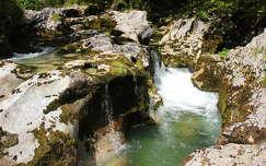 kövek és sziklák patak alpok
