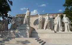 Kossuth szoborcsoport a budapesti Kossuth téren.