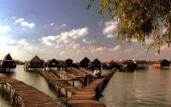 Bokodi lebegő falu