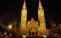 magyarország szegedi dóm fogadalmi templom éjszakai képek templom szeged óra