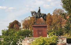 Görgey Artúr szobra a budai várfalon,Budapest