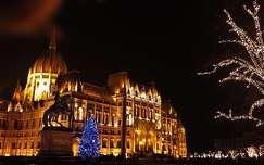 országház éjszakai képek magyarország karácsonyi dekoráció budapest karácsonyfa