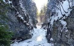 kövek és sziklák tél folyó