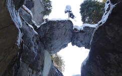 kövek és sziklák tél