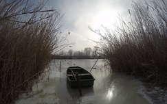 csónak tél nád tó