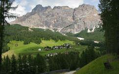 Egy kis falu (La Villa) a Dolomitokban, Olasz Alpok