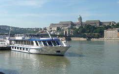 várak és kastélyok hajó budai vár duna budapest folyó magyarország