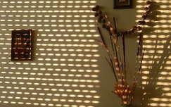 Redőnyön átszűrődő fény