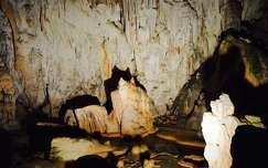 kövek és sziklák barlang