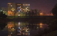 Éjjeli város, tó, tükröződés