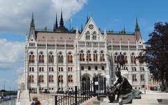 Budapest,Kossuth tér,József Attila szoborral