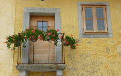 ablak virágcsokor és dekoráció