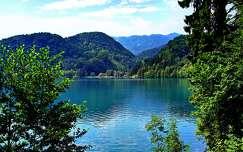 hegy tó tavasz