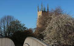 híd templom tavasz