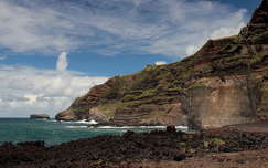 kövek és sziklák tenger