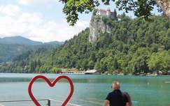 Bledi vár a tó partján,Szlovénia