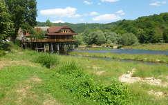 Az Una folyó egyik kisebb ága Bosanska Krupa-nál, Bosznia