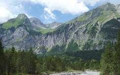 kövek és sziklák hegy