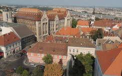 Budapest látképe a Magdolna torony tetejéről a Levéltár felé
