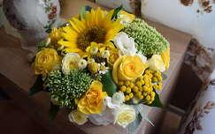 rózsa virágcsokor és dekoráció napraforgó