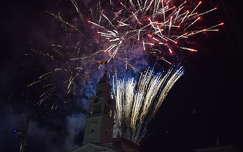 óra tüzijáték éjszakai képek szilveszter templom