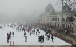 Budapesti jégpálya ködben