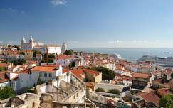 Kilátás a Miradouro do Recolhimentoról, Lisszabon, Portugália