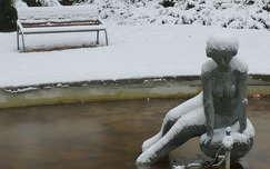 Somogyi Árpád: Vízbenéző, Leányfalu (az eredeti szobrot 2007-ben ellopták, azóta